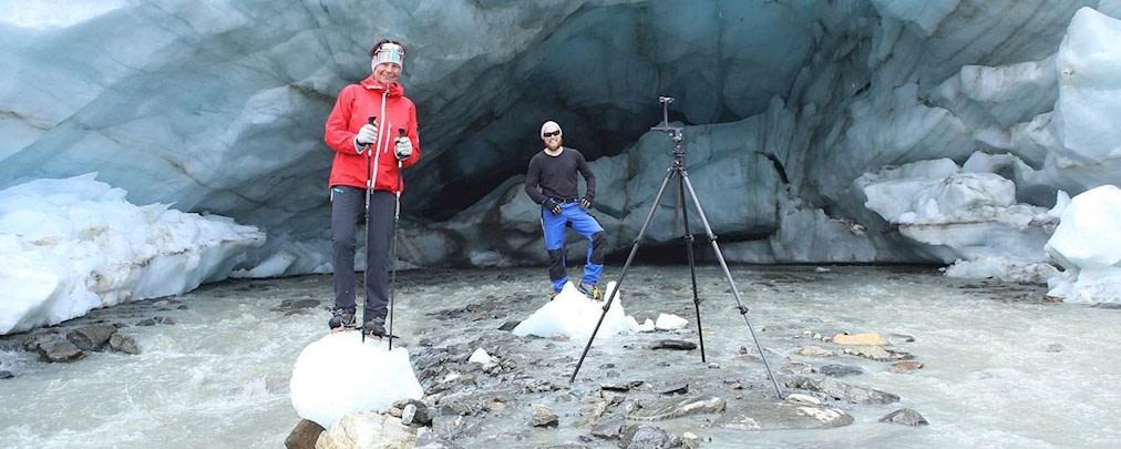 Gletschermesser bei der Arbeit am Gletschertor des Vernagtferners