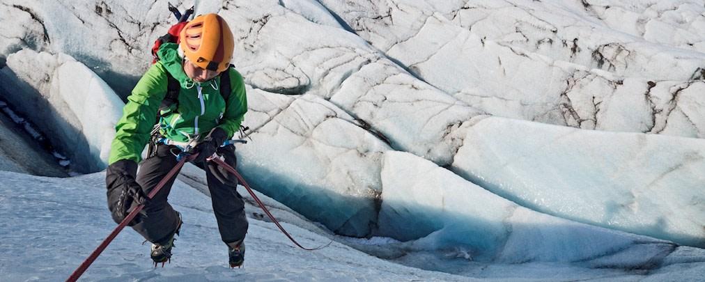 Hochtouren: So schafft ihr solide Fixpunkte in Eis und Firn