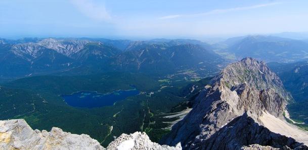 Blick von der Zugspitze Richtung Eibsee (D)