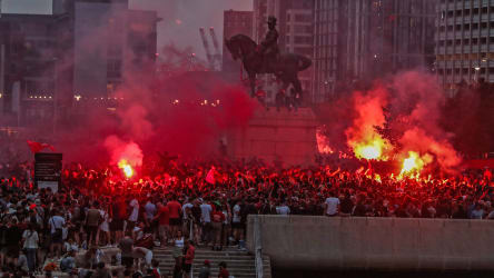 Nach Meistertitel Fc Liverpool Verurteilt Wilde Fan Feiern