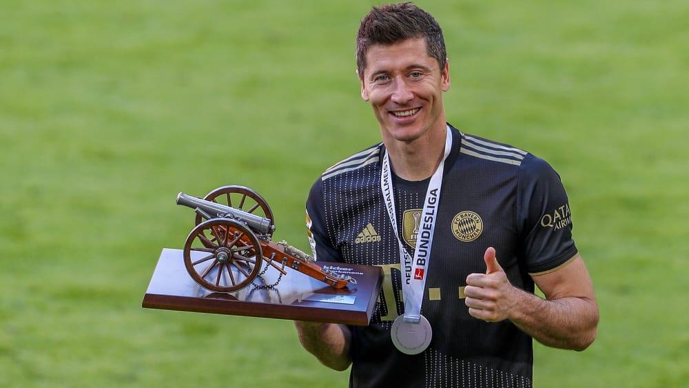 Daumen hoch: Robert Lewandowski ist wieder Deutschlands Fußballer des Jahres.