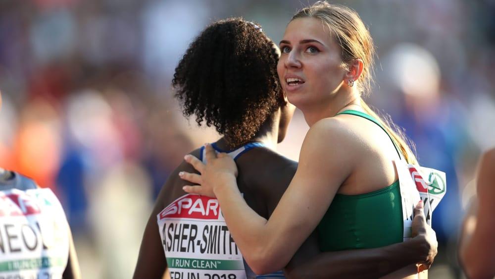 Belarusian sprinter Kristina Timanovskaya (right, photo from 2018) received a humanitarian visa from Poland on Monday.