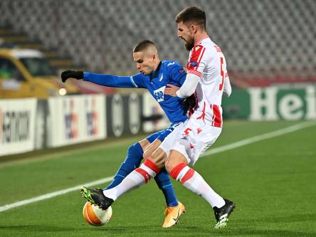 Zähes Ringen: Hoffenheims Mijat Gacinovic im Zweikampf mit Milos Degenek (vorne).
