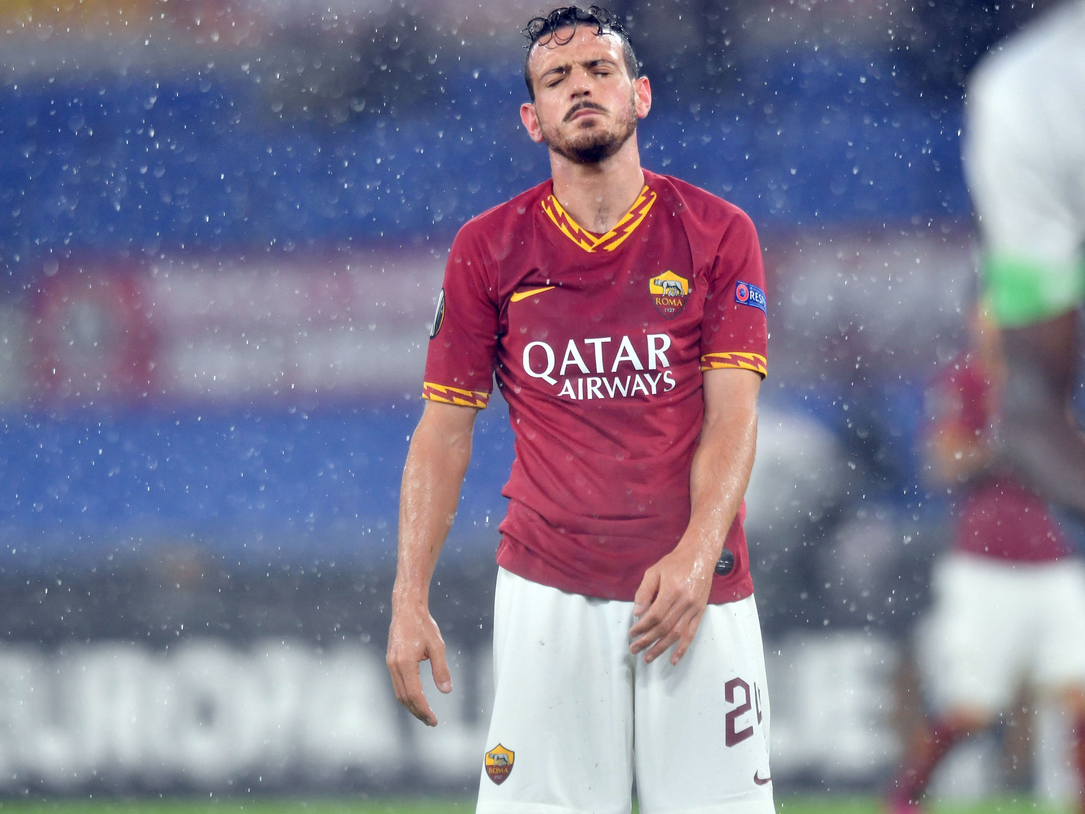 Alessandro Florenzi schließt die Augen und zeigt sich enttäuscht.