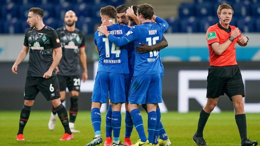 Jubeltraube: Die Hoffenheimer freuen sich über das 1:0 von Ihlas Bebou.