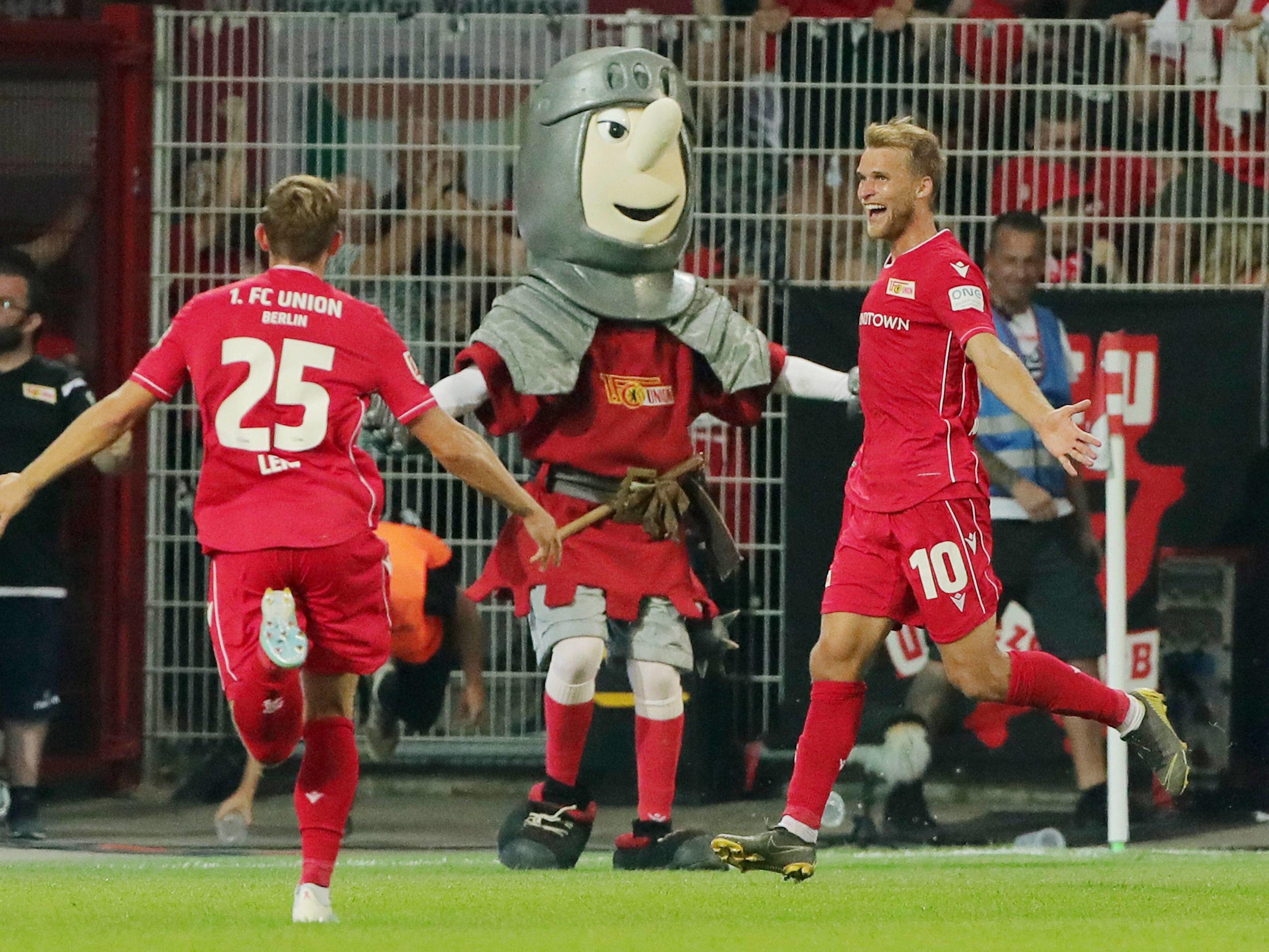 Unions Andersson (re.) jubelt über sein Tor zum 3:1 gegen Dortmund.
