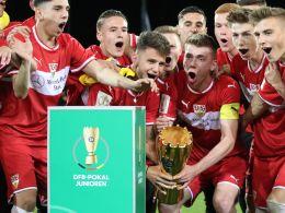 Titelverteidiger VfB Stuttgart startet im Saarland.