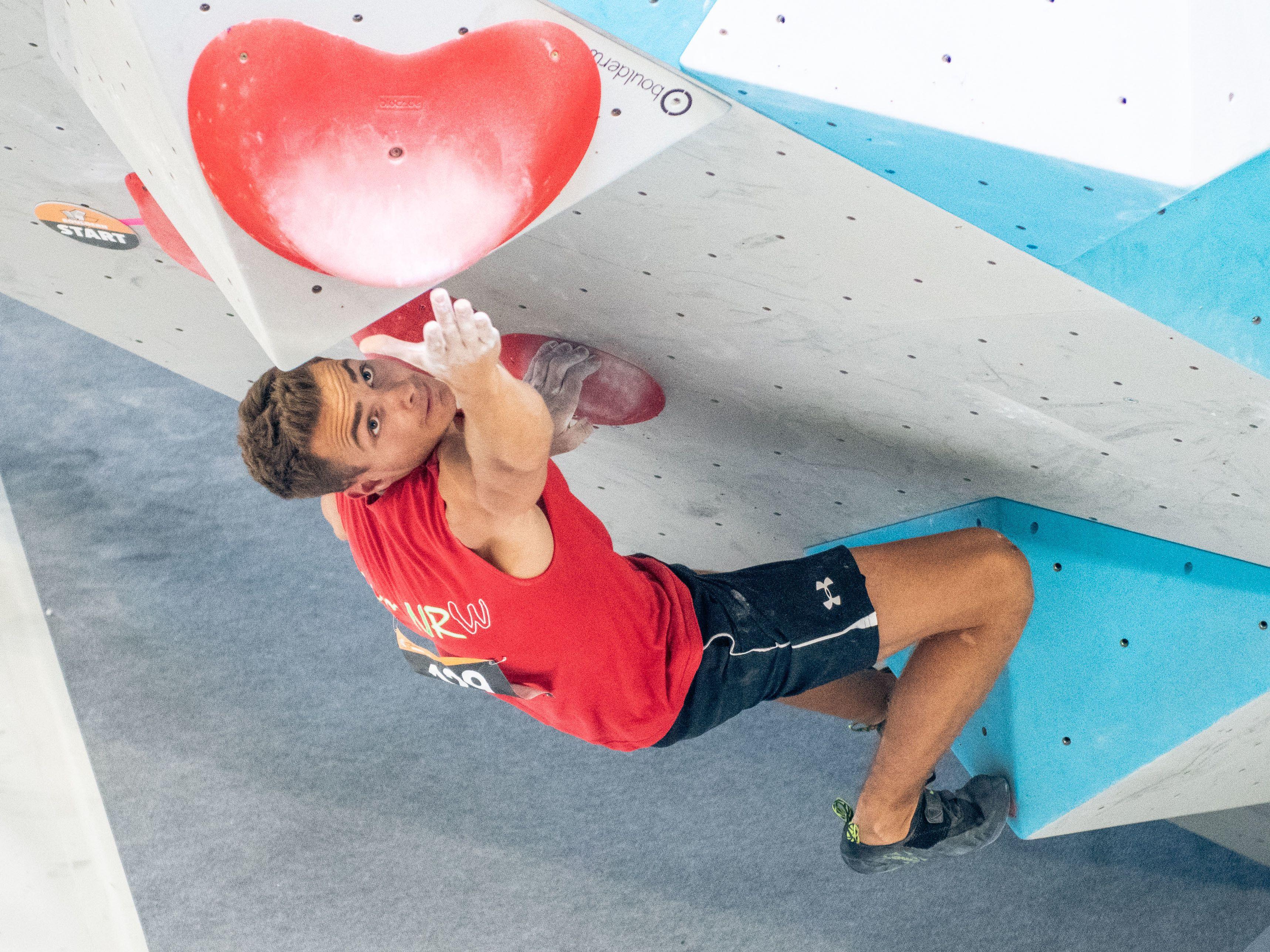 Yannick Flohé beim Bouldern