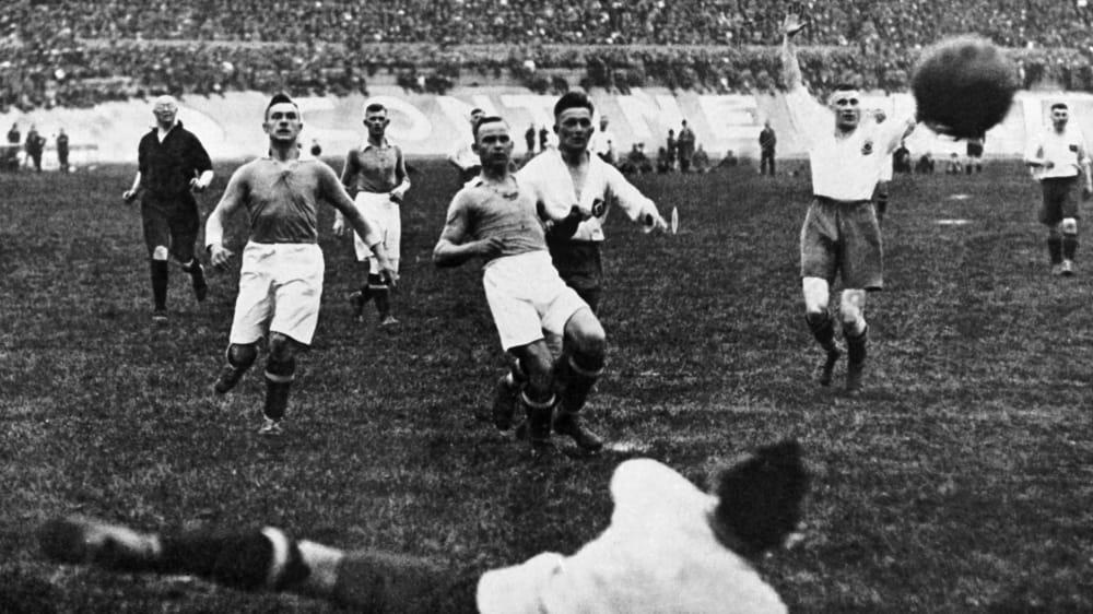 100 Jahre Kicker 1923 Hamburgs Verspateter Titel Und Ein Umstrittener Held Kicker
