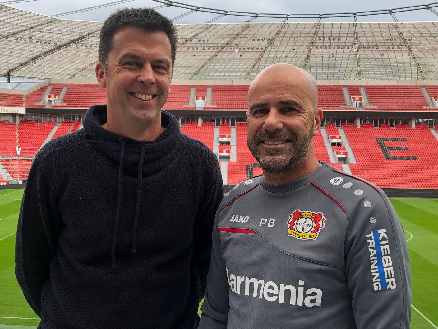 Treffen in der BayArena: kicker Redakteur Stephan von Nocks und Peter Bosz.
