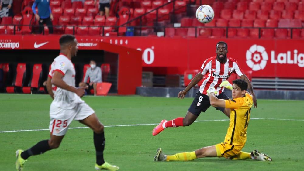 Das Tor des Tages: Bilbaos Inaki Williams schlenzt den Ball in den Winkel.