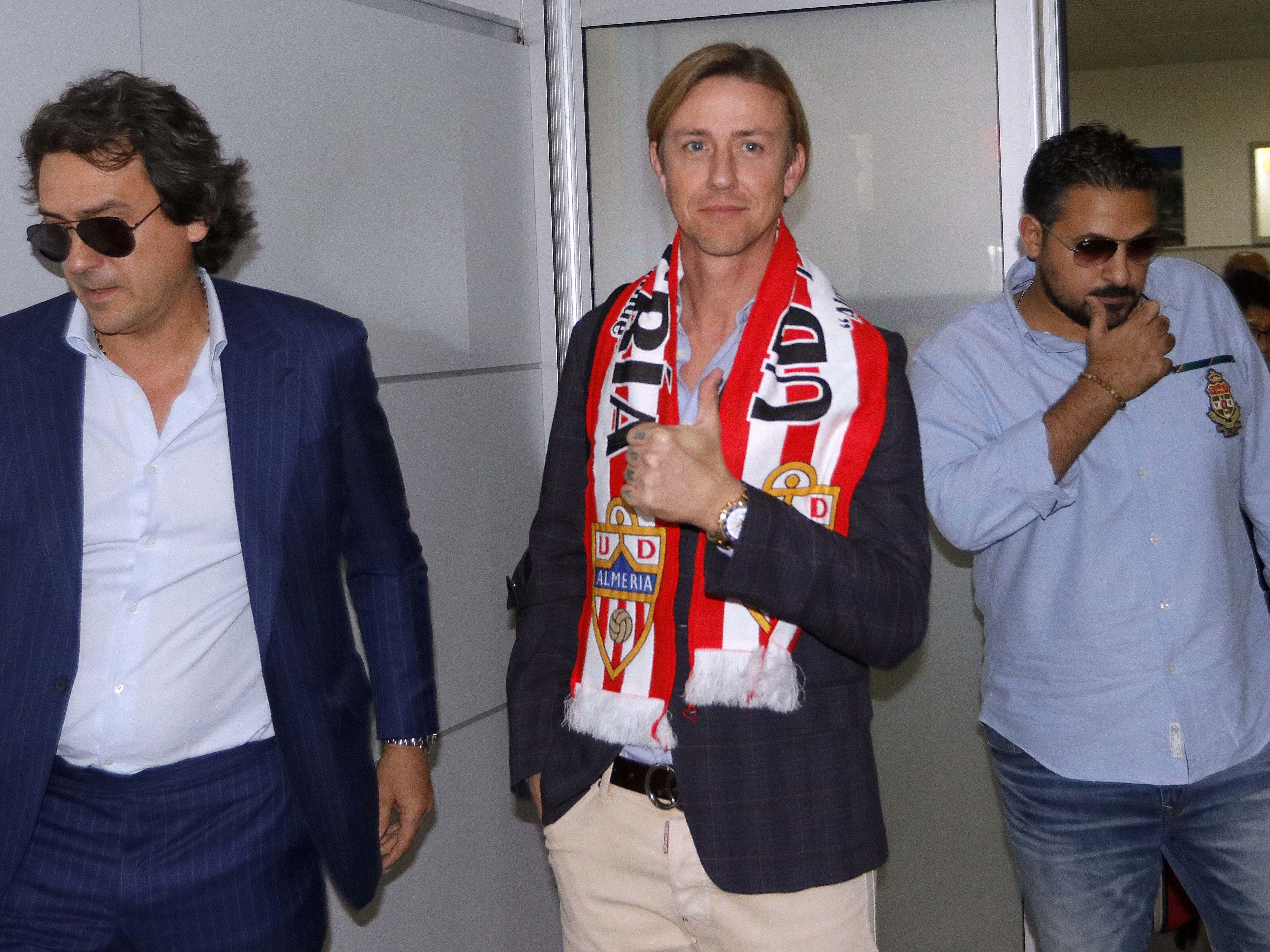 Daumen hoch: Guti ist neuer Trainer in Almeria.