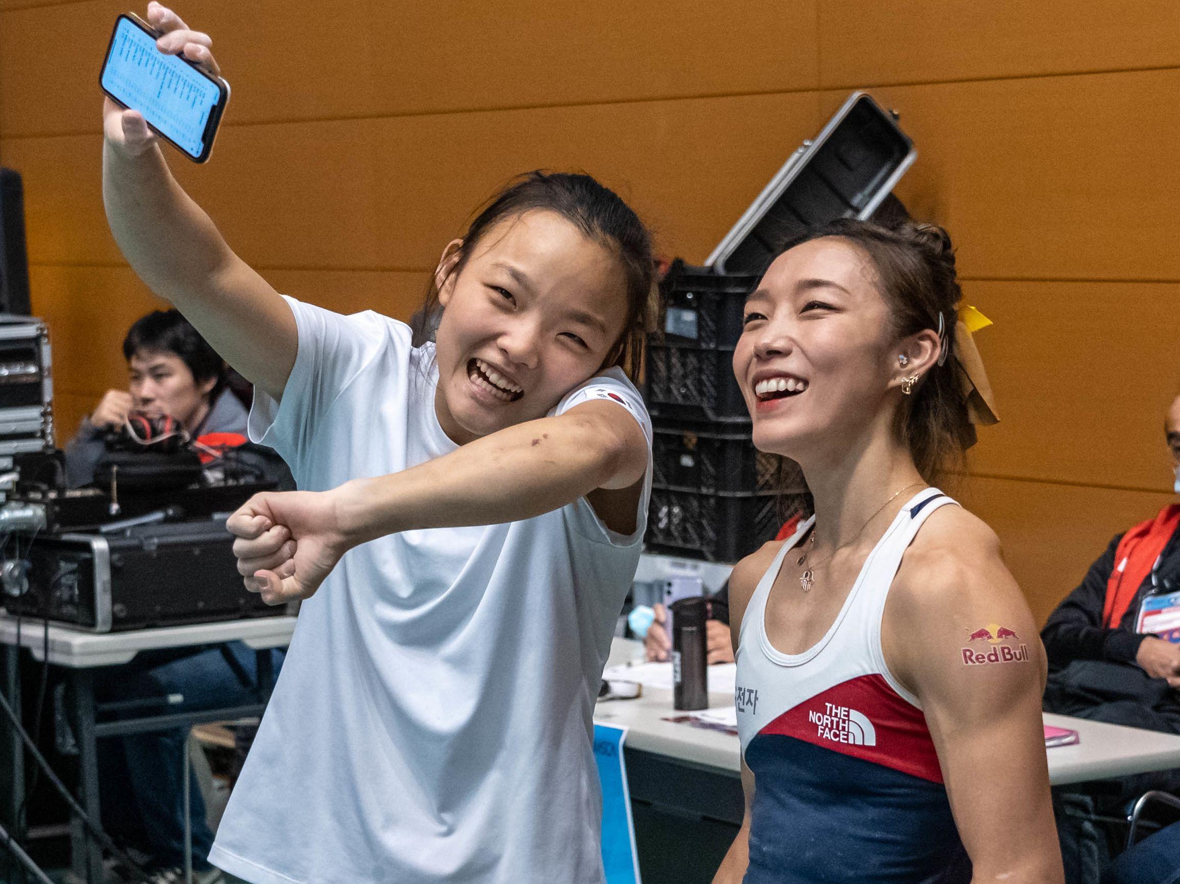 Zwei Generationen: Die Südkoreanerinnen Chaehyun Seo und Siegerin Jain Kim.