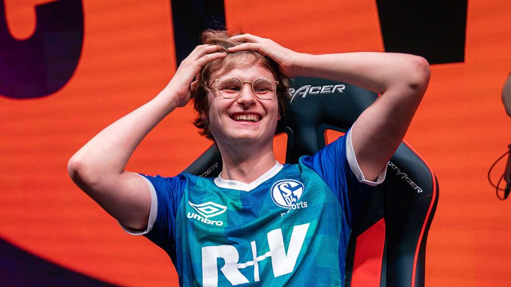 Die Freude ist groß bei Starspieler Elias 'Upset' Lipp nach dem Erfolg gegen Splyce.