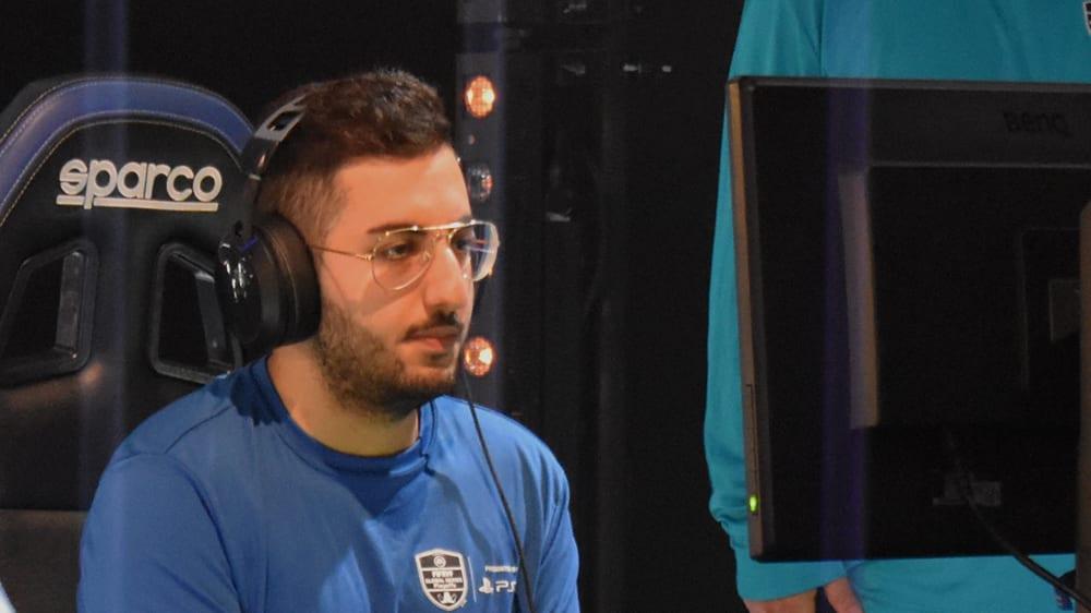 Hosseindjani streift sich bei Turnieren kein Trikot, sondern ein normales Shirt über.