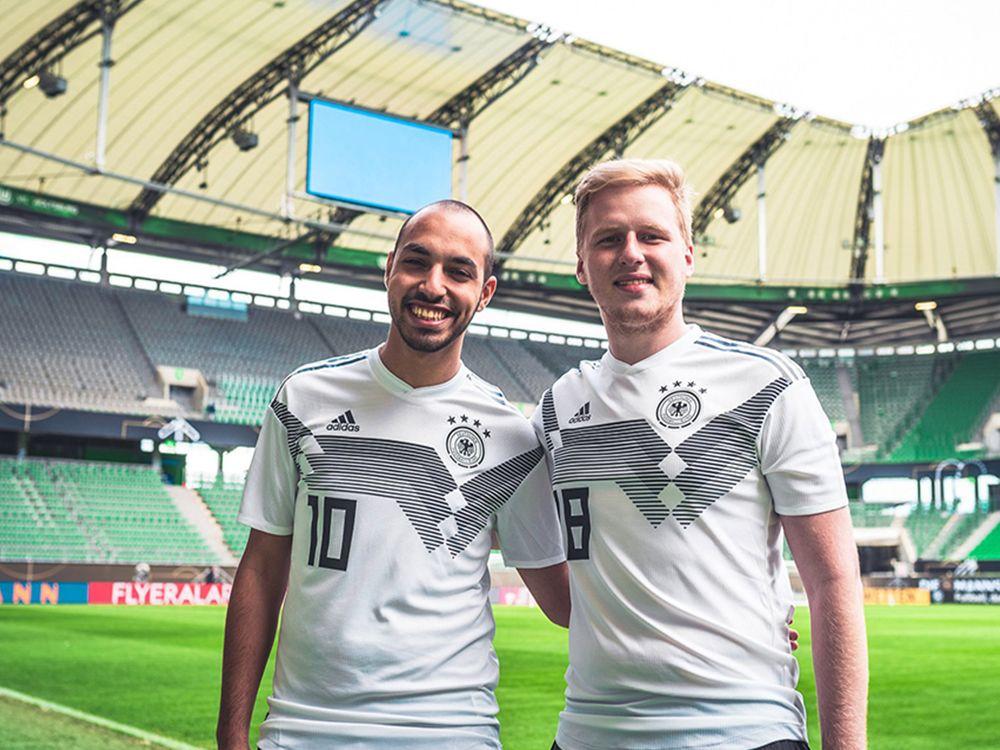 Der März stand ganz im Zeichen der FIFA-Profis, VBL Club-Meister und ersten eNationalspieler 'MoAuba' (l.) und 'MegaBit' (r.).
