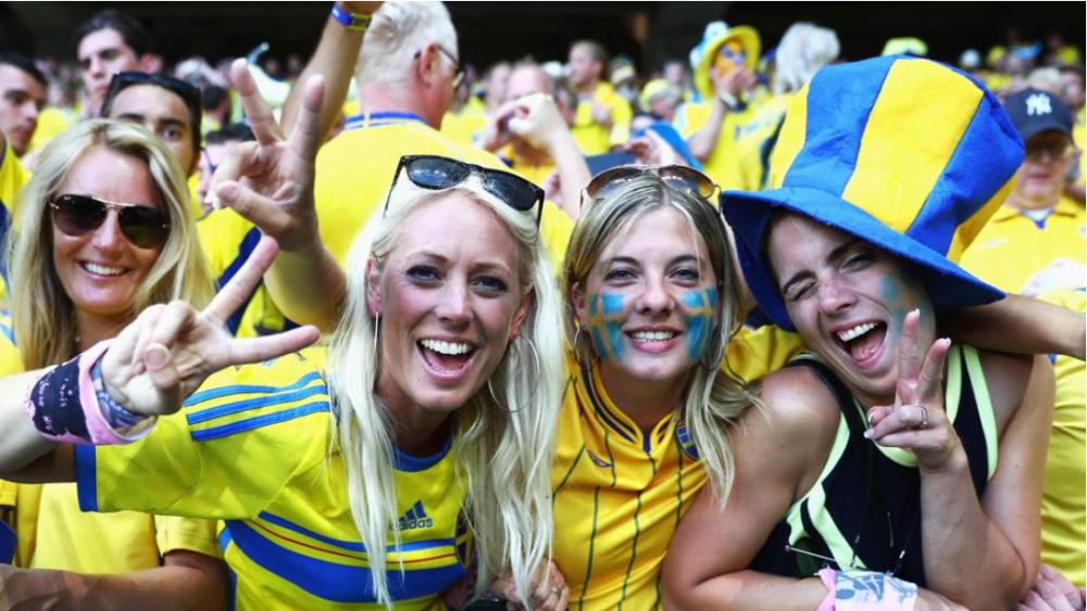Werden auch bei der EM im kommenden Jahr wieder mit von der Partie sein: Die Fans der schwedischen Nationalmannschaft.