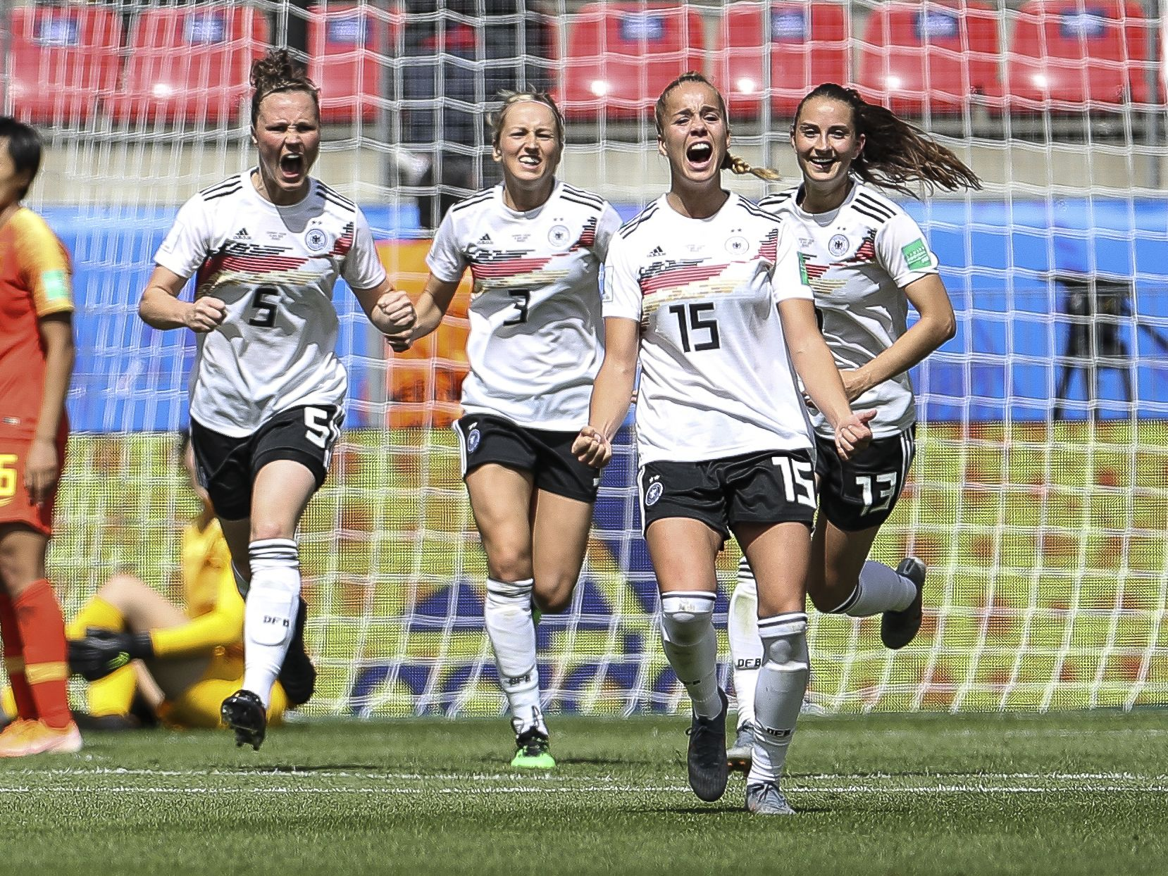 Die 19-jährige Giulia Gwinn schoss Deutschland gegen China zum Auftaktsieg.