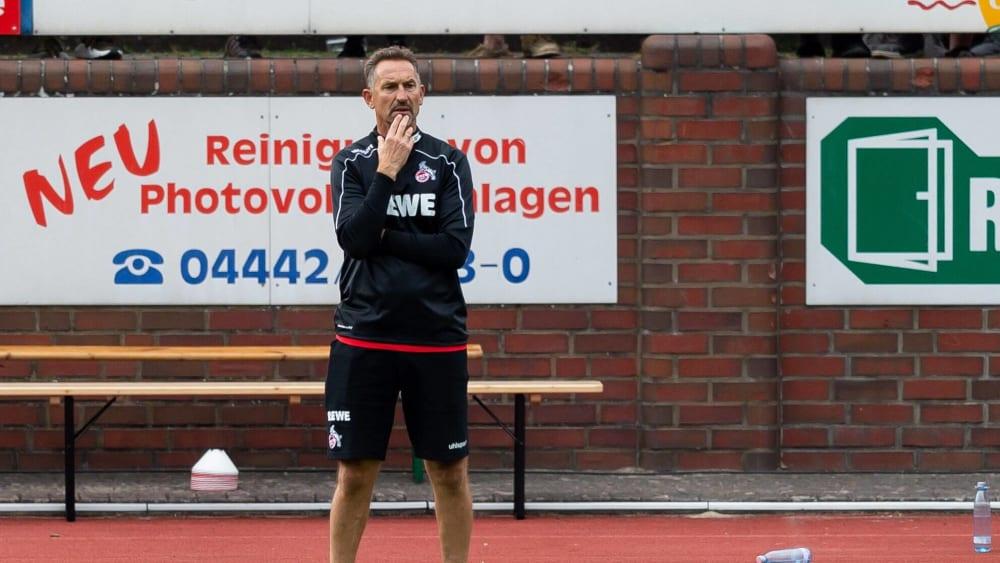 Achim Beierlorzer beim Training der Kölner.