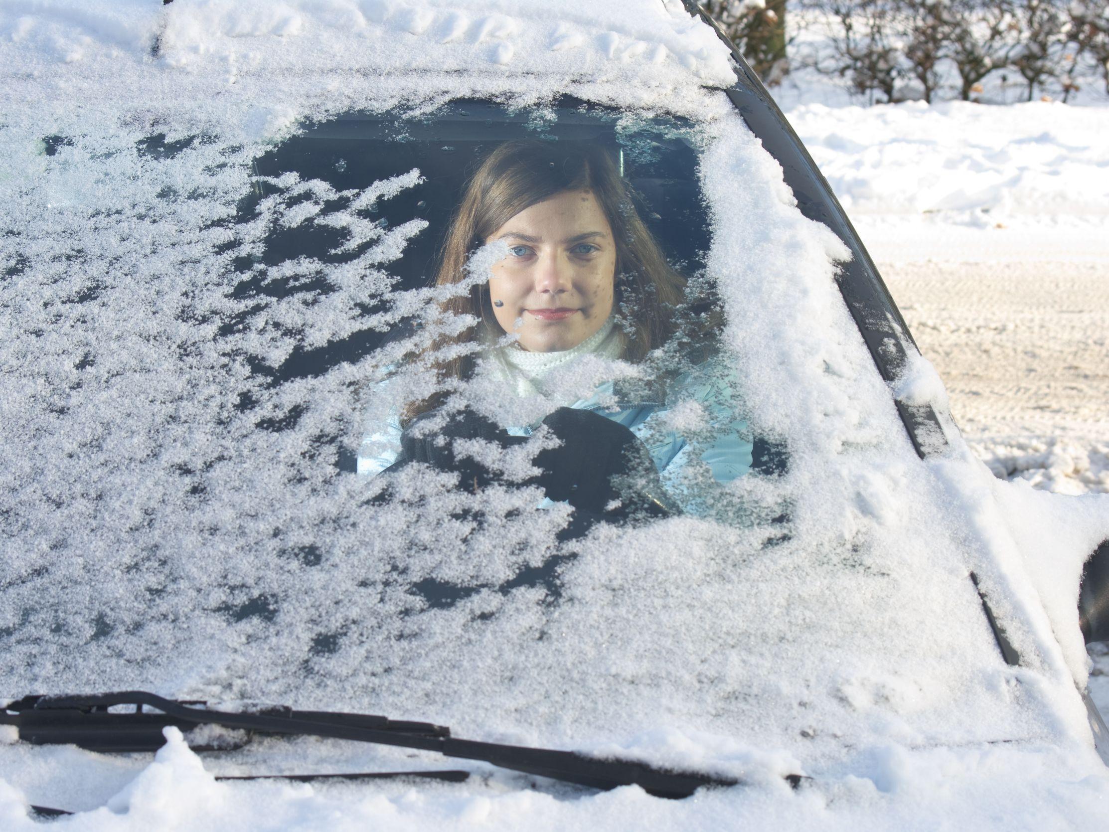 Verschneite Autoscheibe