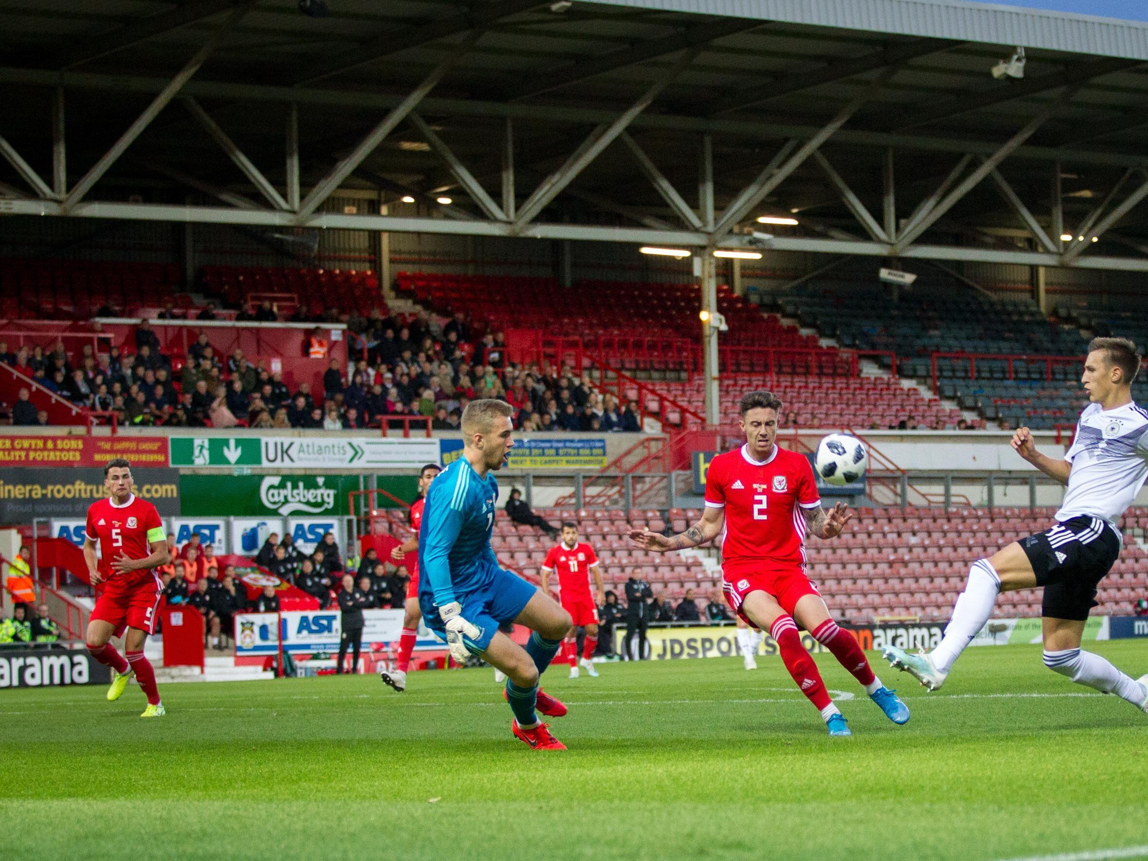 Legte zwei Treffer vor: Nico Schlotterbeck (re.), hier bei seiner Vorarbeit zum 3:0.