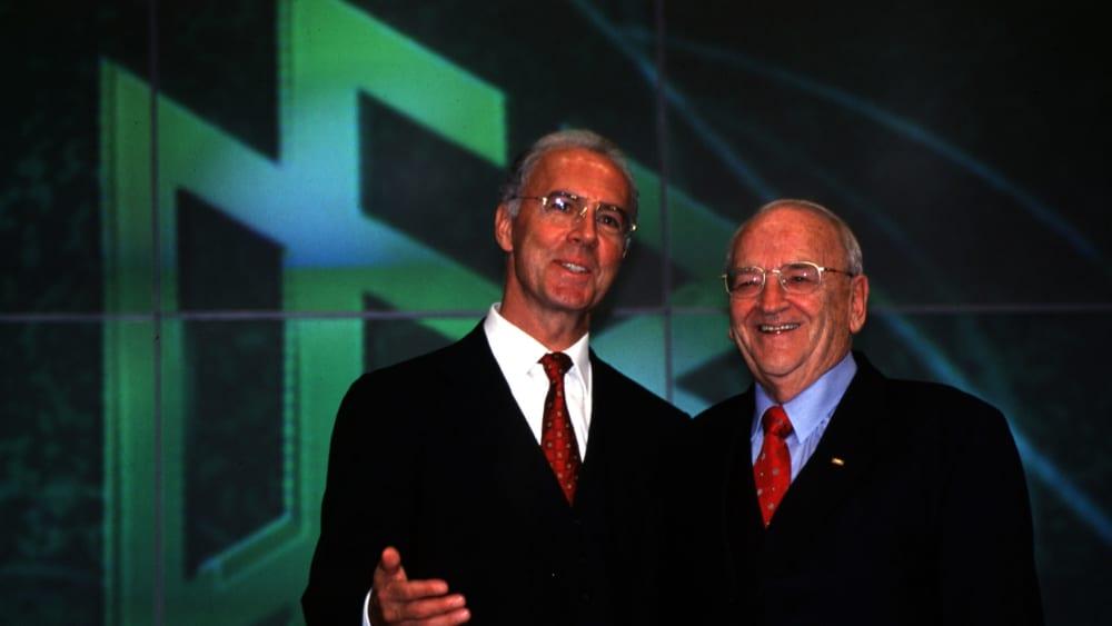 Egidius Braun 1998 mit Franz Beckenbauer.
