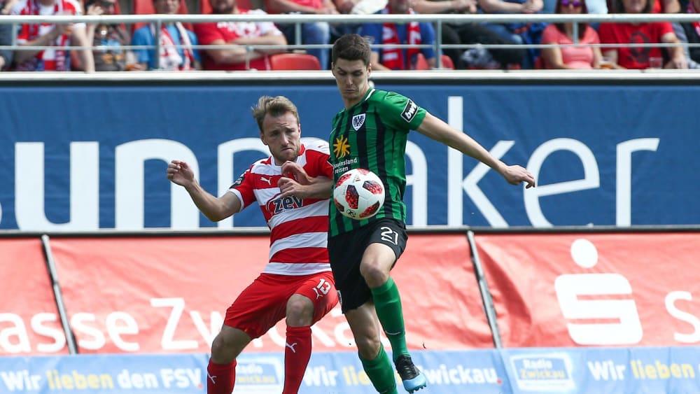 Danilo Wiebe im Spiel gegen Zwickau (li. Mike Könnecke)