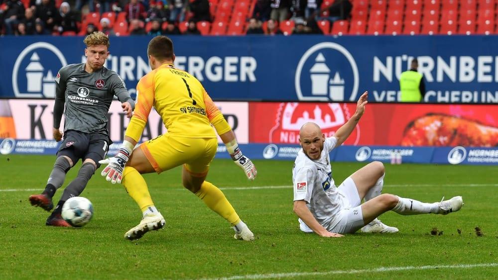 Nürnbergs Robin Hack (links) erzielt das 2:0 für den FCN gegen Sandhausen.
