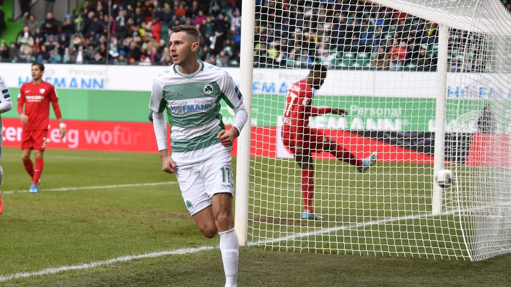 Die Bochumer halfen bei seinen beiden Treffern mit: Branimir Hrgota.