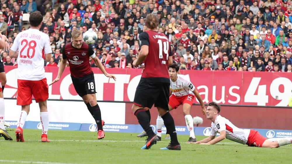 Hanno Behrens köpft das 1:0
