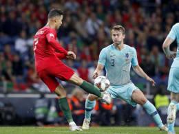 Cristiano Ronaldo klopft bei de Ligt an