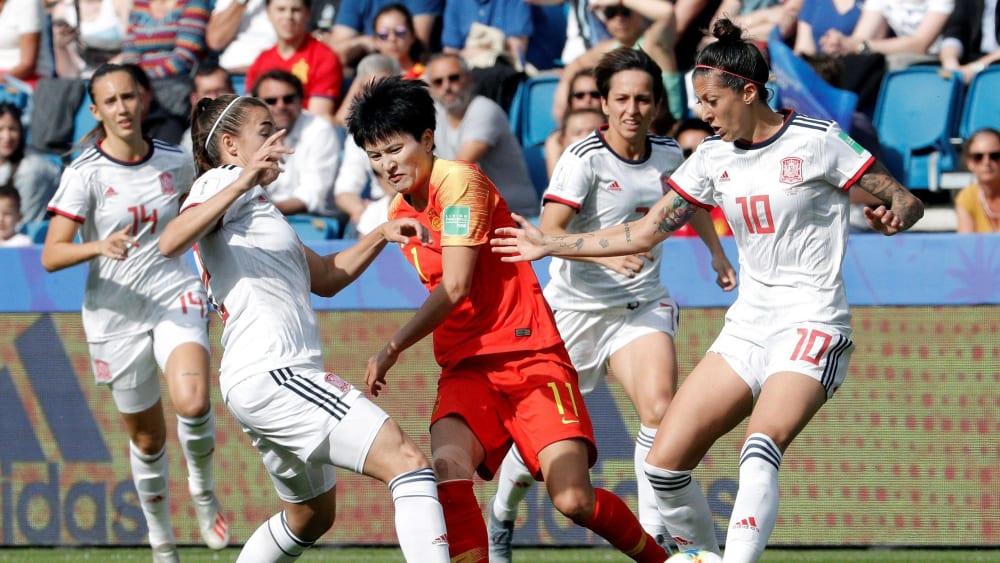 Gedoppelt: Shanshan Wang hat es mit gleich zwei Gegenspielerinnen zu tun.