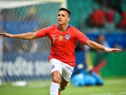 Viertelfinale! Chiles Sanchez kontert Valencia beim Kartenfestival