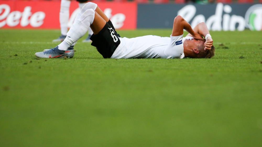 Hannes Wolf verletzt am Boden