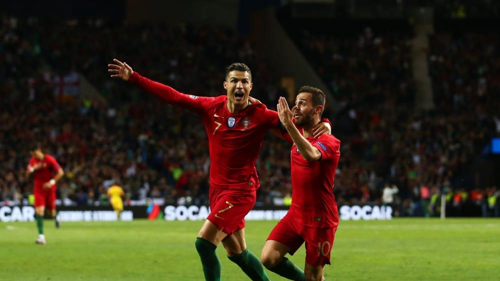 Mal wieder der Mann des Abends: Cristiano Ronaldo (li., hier mit Bernardo Silva) traf dreifach.