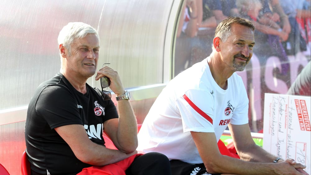 Zufrieden mit dem, was er unter dem neuen Coach sieht: Kölns Geschäftsführer Armin Veh und Achim Beierlorzer.