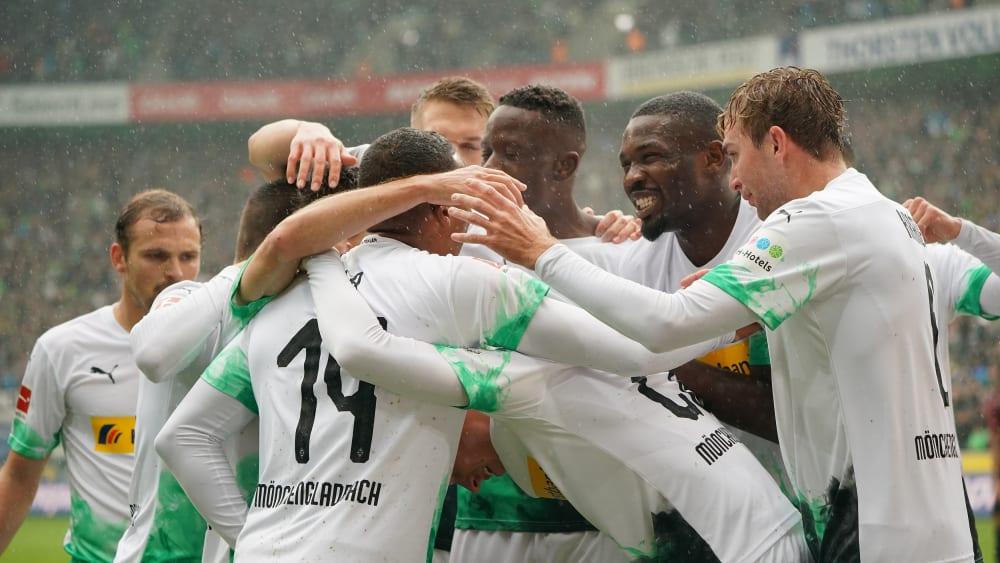 Jubel im Regen: Gladbach war gegen Augsburg zeitweise nicht zu bremsen.