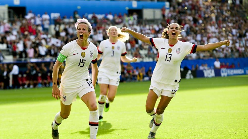 (Mal wieder) im Viertelfinale: Titelverteidiger USA setzte sich dank zweier Elfmeter von Rapinoe (#15) gegen Spanien durch.
