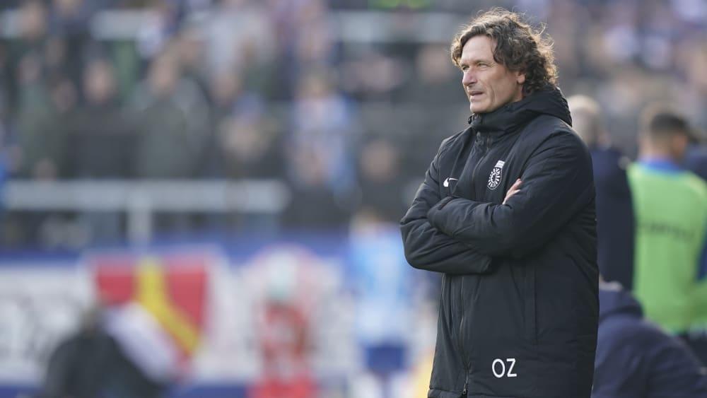 SG Sonnenhof Großaspach-Trainer Oliver Zapel am Spielfeldrand in der Partie gegen den SV Meppen (1:2).