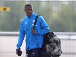 Schalke stellt Mendyl vom Training frei