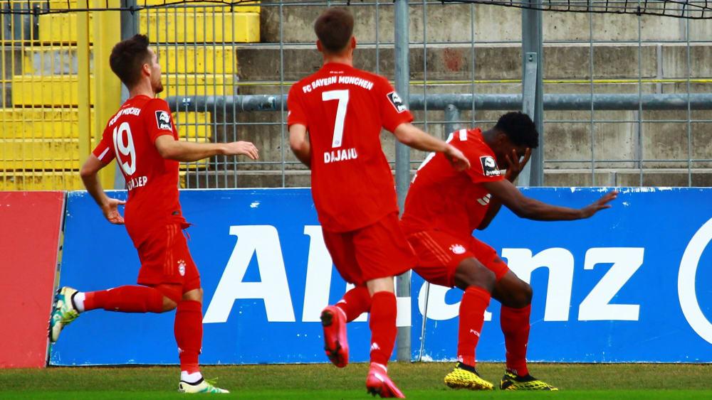 Kwasi Okyere Wriedt (r.) feiert seinen Treffer.