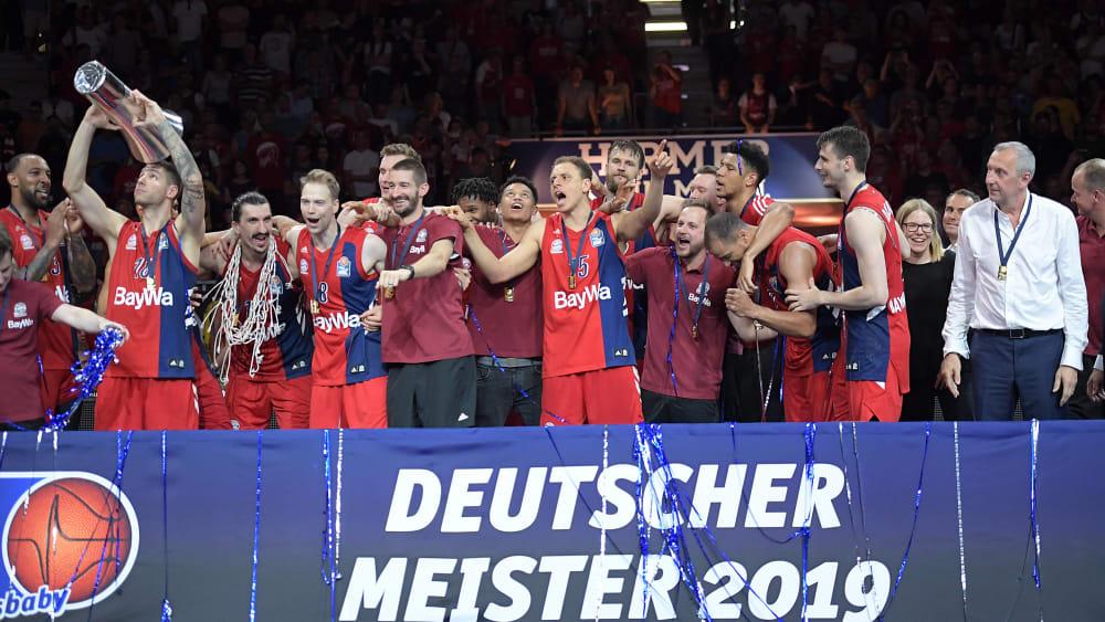 Der Meister startete gegen Hamburg in die Saison.