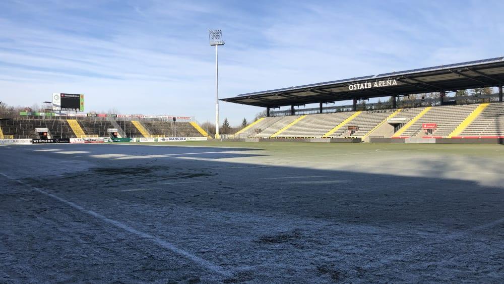 Ist aufgrund der schlechten Wetterbedingungen nicht bespielbar: Das Spielfeld der Ostalb Arena.
