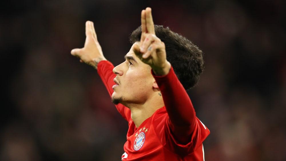Coutinho jubelt und zwei vier Finger nach oben