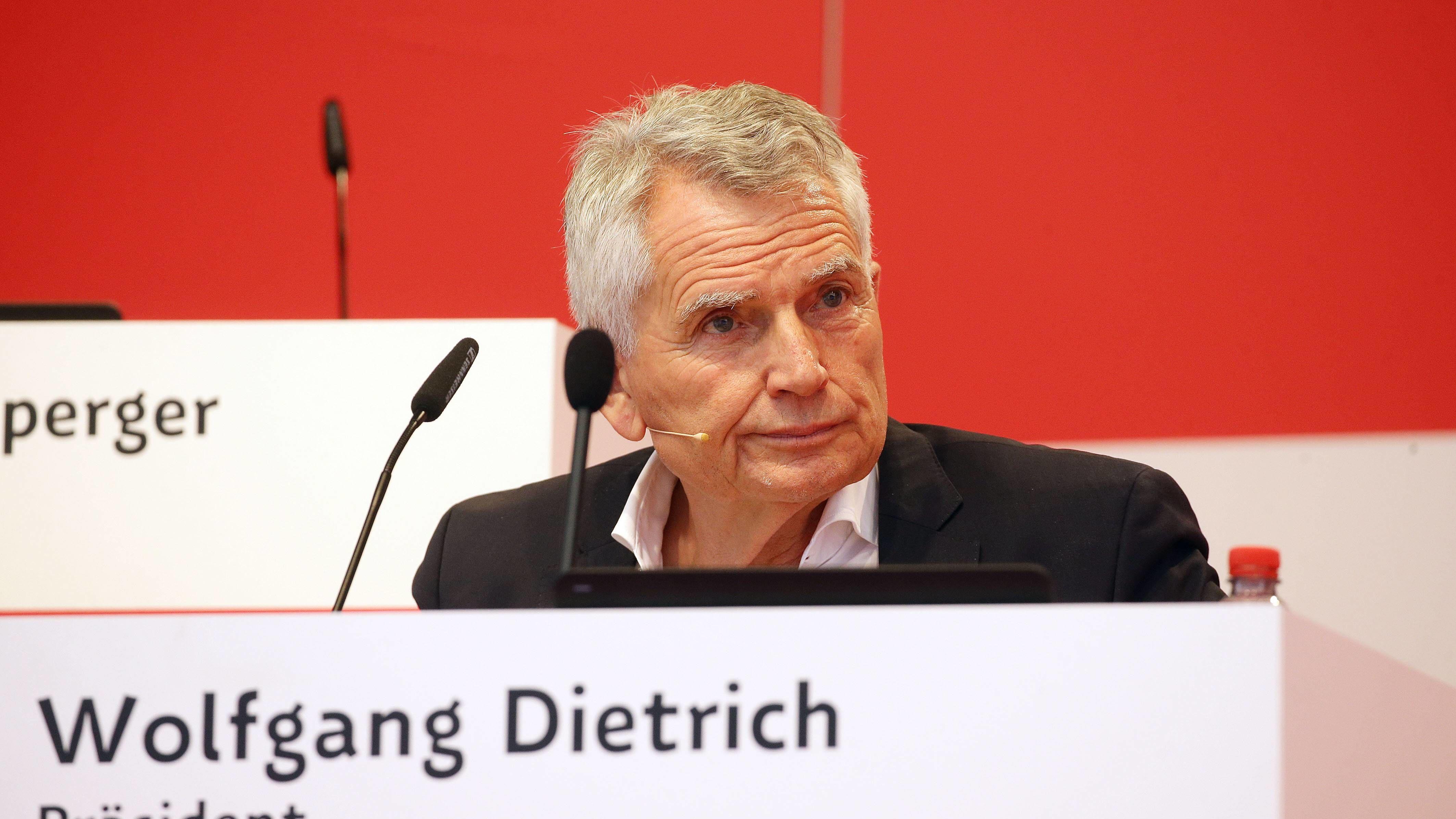 WLAN-Panne: VfB bricht Mitgliederversammlung ab | 2. Bundesliga - kicker