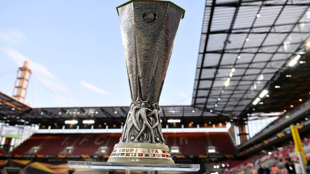 Um diesen Pokal geht es: Die Trophäe in der Europa League.