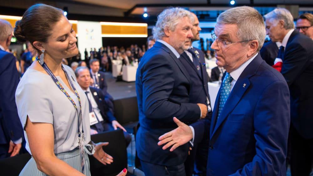 Schwedens Kron-Prinzessin Victoria und IOC-Präsident Thomas Bach