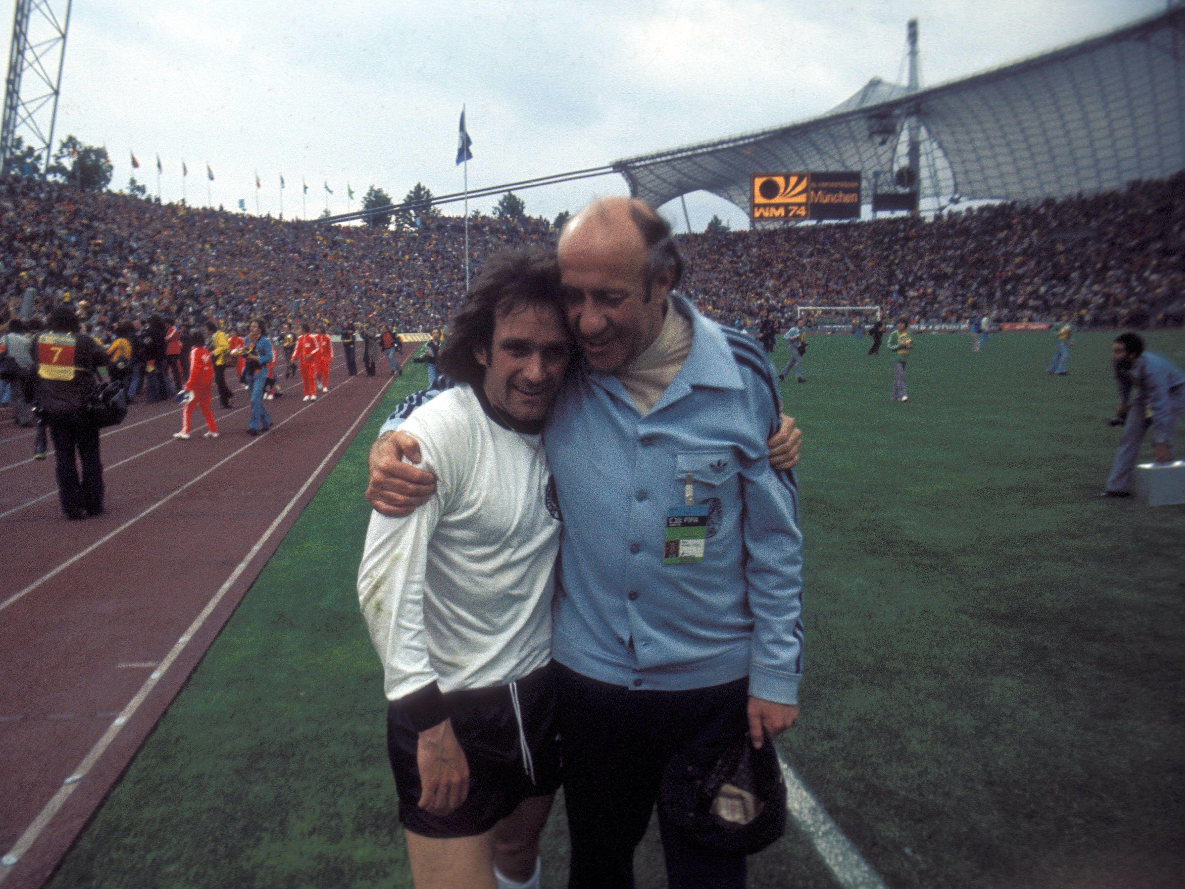 Erfolgreiches Duo: Wolfgang Overath (li.) und Trainer Helmut Schön beim WM-Erfolg 1974.