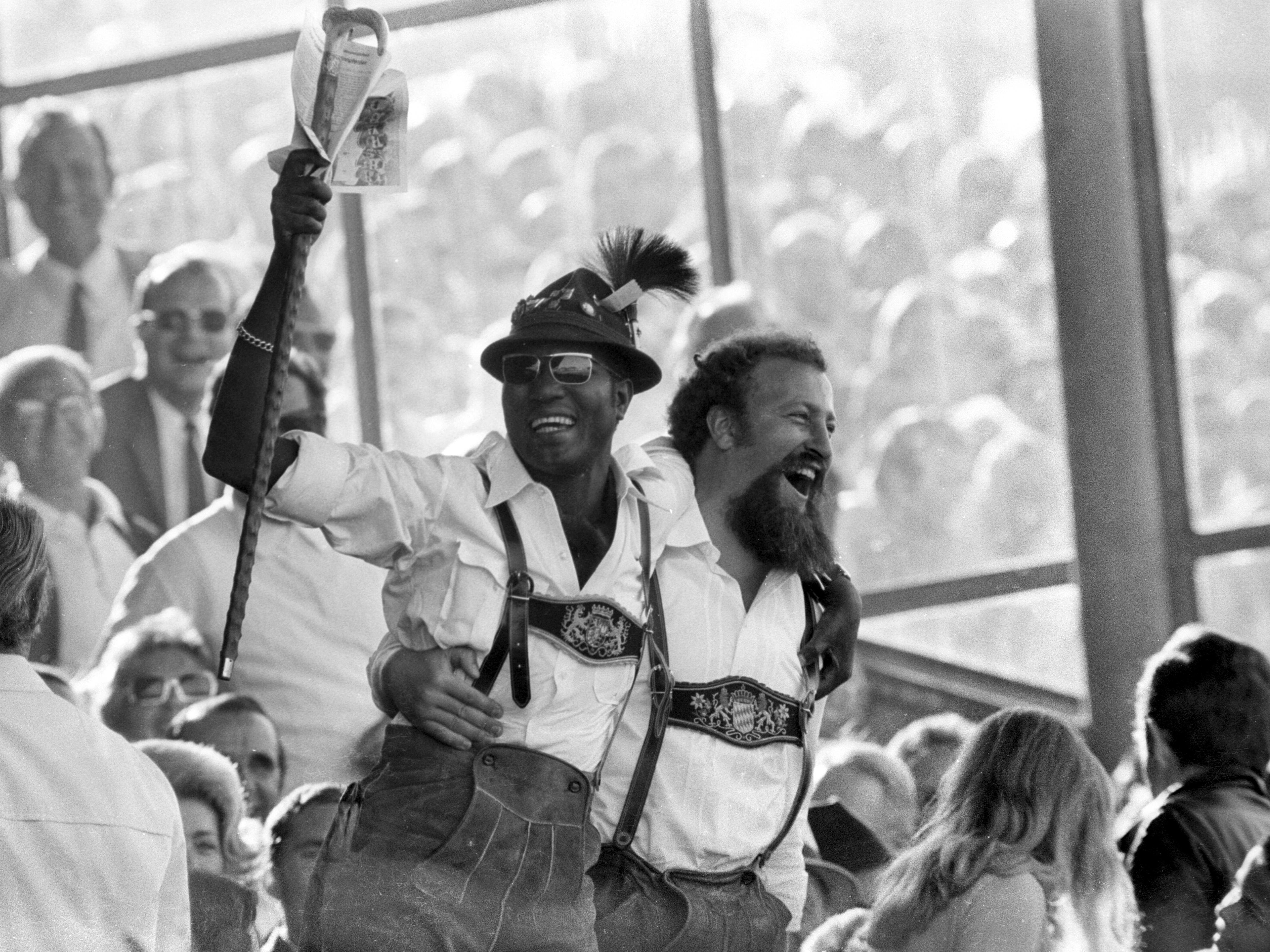 Tracht auf Tribüne: Fans des FC Bayern 1970.