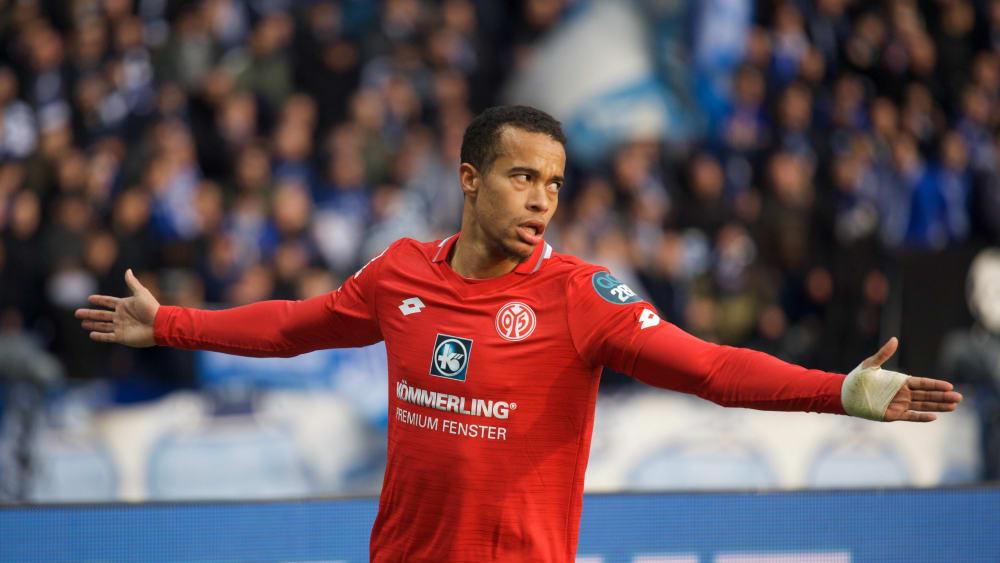 Der Mainzer Robin Quaison bejubelt einen Treffer